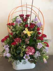 Composition campanules & roses 60€